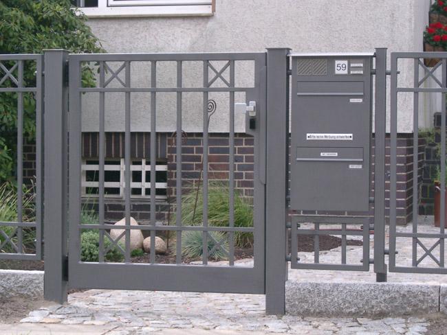 briefk sten berlin briefkasten in zaunanlage integrieren von metallbau habermann in berlin. Black Bedroom Furniture Sets. Home Design Ideas